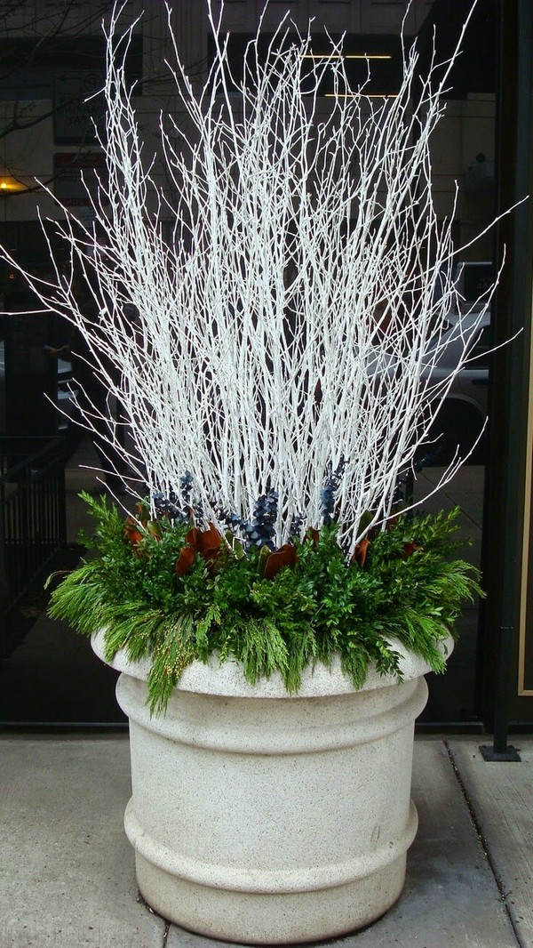 Festive Outdoor Holiday Planter Ideas To Decorate Your Front Porch