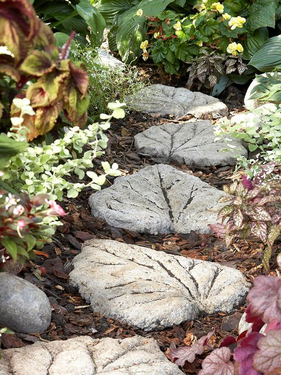 20 Beautiful DIY Stepping Stone Ideas To Decorate Your ... on Stepping Stone Patio Ideas id=78966