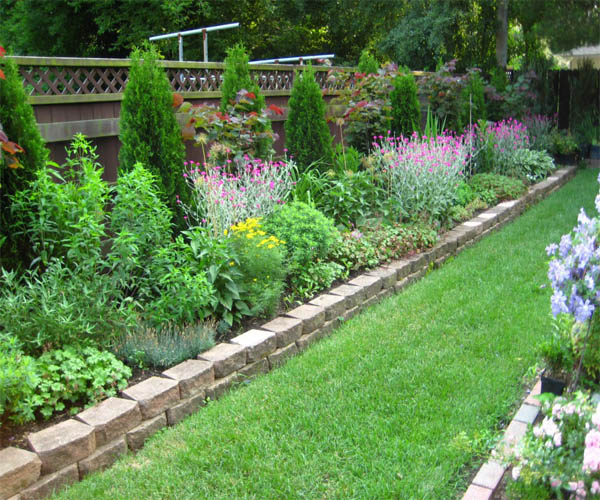15 Wonderful Garden Edging Ideas With Pebbles And Stones ... on Backyard Border Ideas id=28287